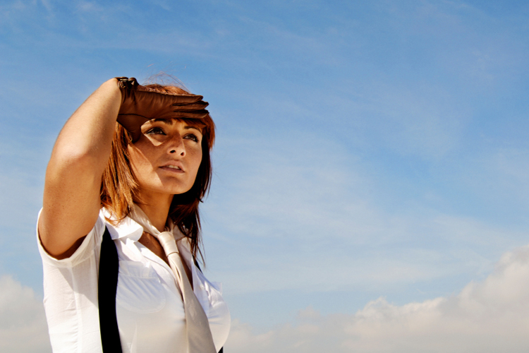 Marta oteando el horizonte